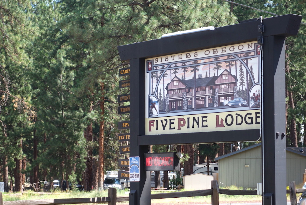 Sisters Oregon Lodging: Five Pine Lodge